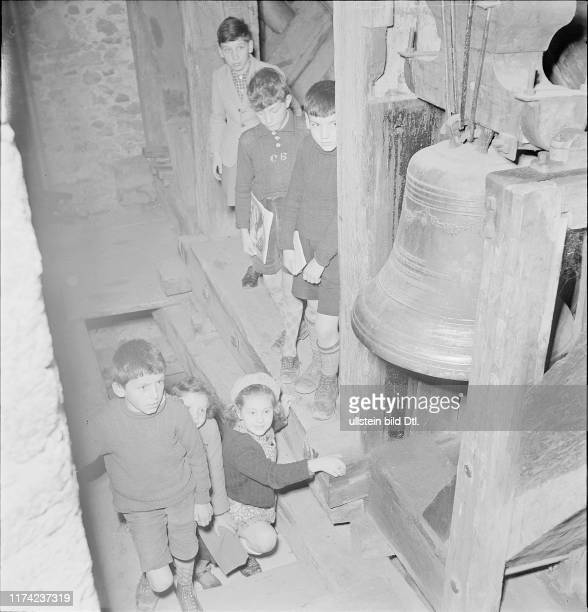 Children in the bell tower at the Easter custom 'Carcasset' in Estavayer 1940