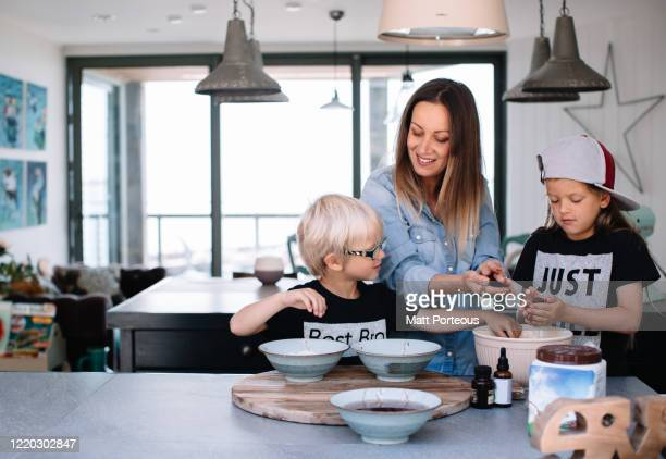 children in the kitchen - offspring stock pictures, royalty-free photos & images
