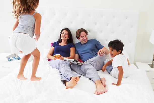 в спальне семейные фотки