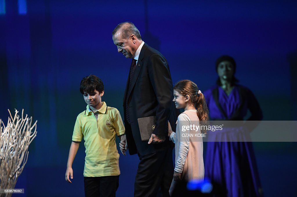 Children lead to speech Turkish President Recep Tayyip Erdogan on May 23, 2016 during the World Humanitarian Summit openig cerenomy in Istanbul. The over 60 heads of state and government gathered for the two-day summit convened by UN Secretary General Ban Ki-moon will have to defeat considerable scepticism that the event will turn into a well-intentioned but fruitless talking shop. KOSE