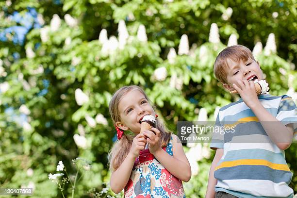 children licking ice cream outdoors - richmond upon thames stock pictures, royalty-free photos & images