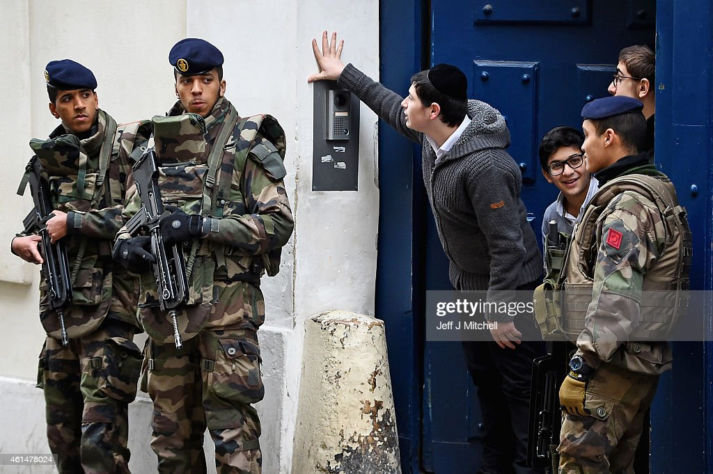 France Deploys 10,000 Troops To Boost Security After Attacks : Nieuwsfoto's