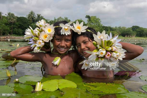 Children making ornaments with water lily at the swamp