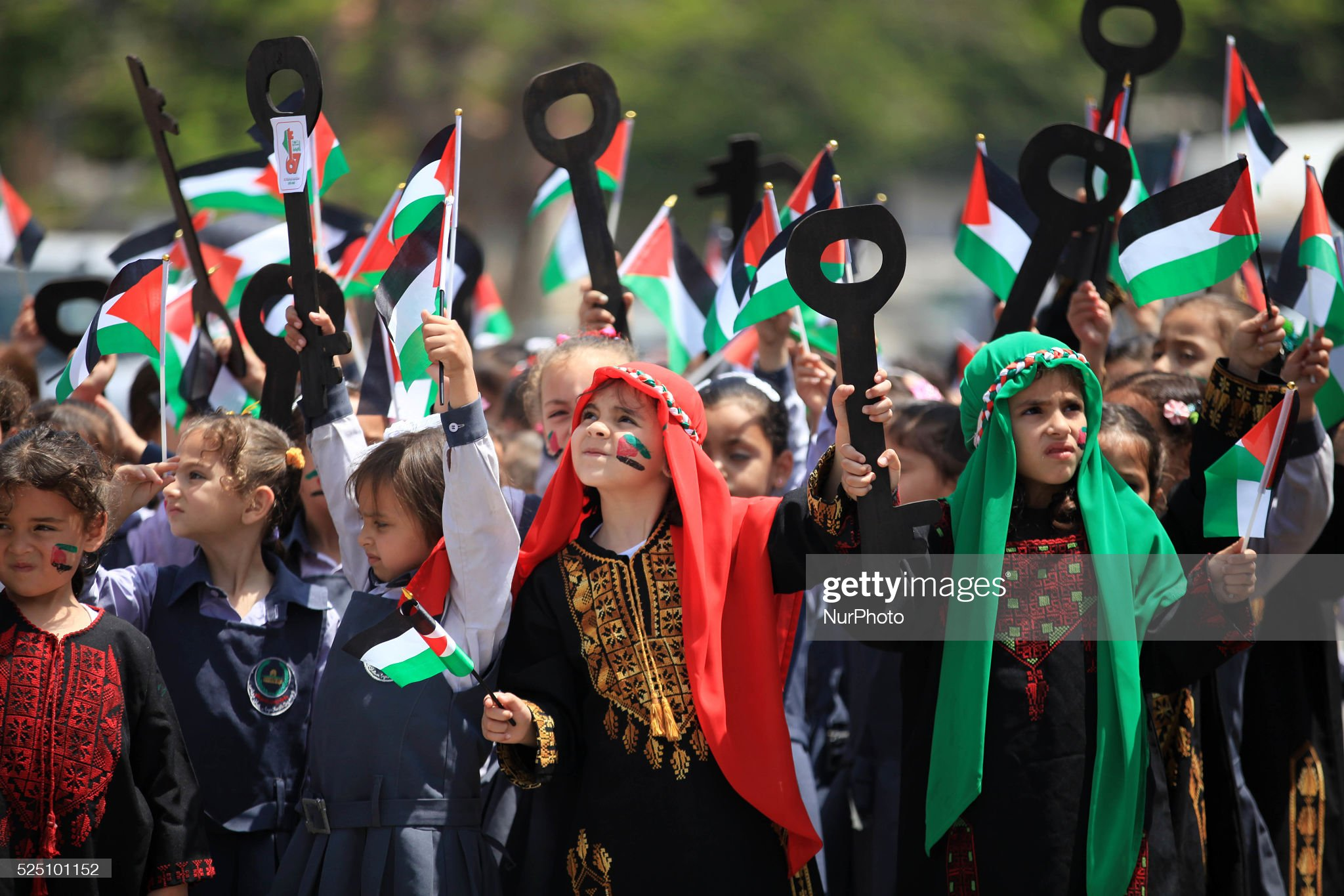 Children march on the anniversary of the Nakba : News Photo
