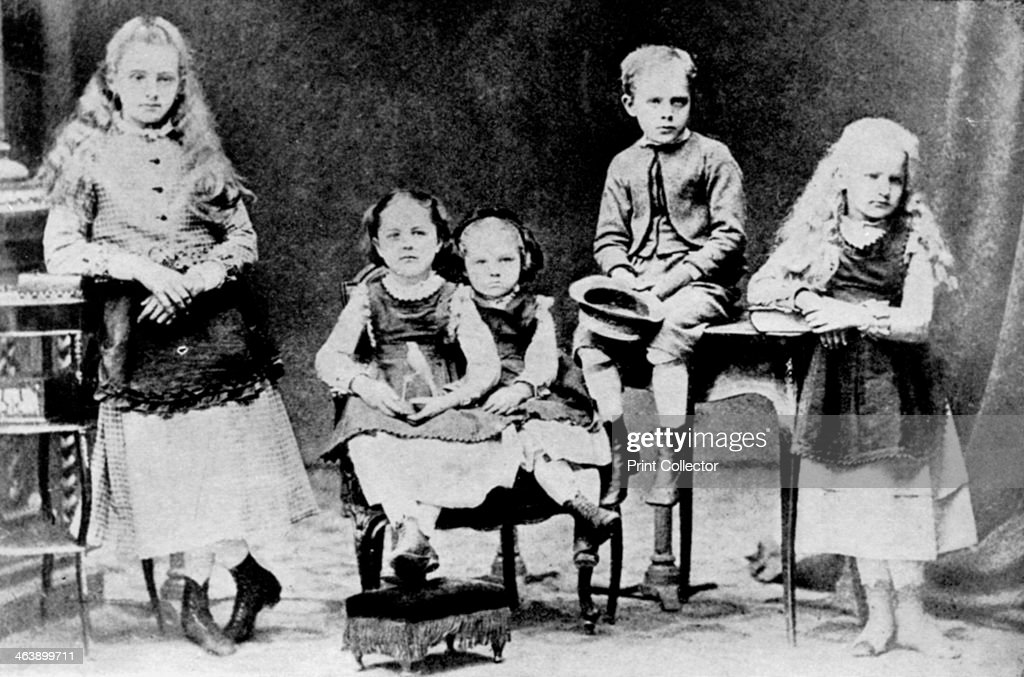 Children of the Sklodowski family, Polish, c1870-1875. : ニュース写真