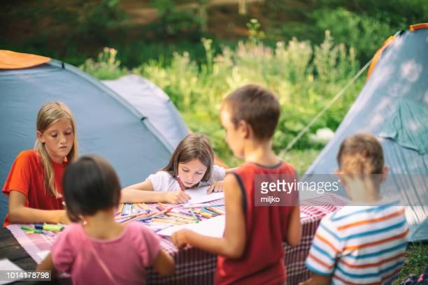 children on camping drawing - somente crianças imagens e fotografias de stock