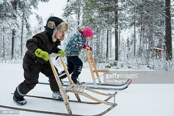 Children on kicksleds
