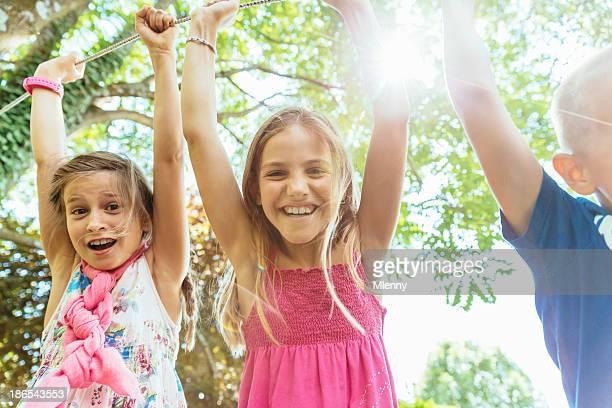 Kinder Spaß auf dem Spielplatz