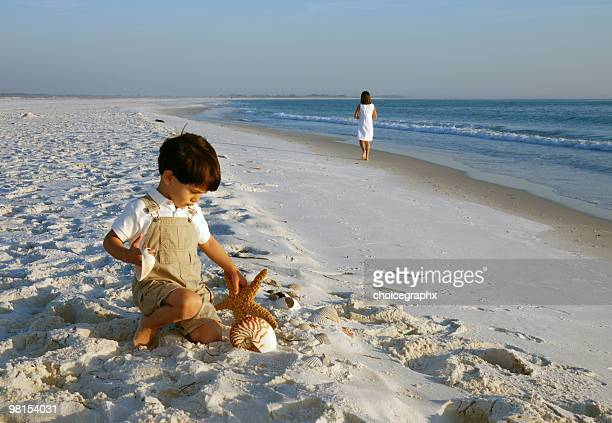 children on the beach - gulf coast states stock pictures, royalty-free photos & images