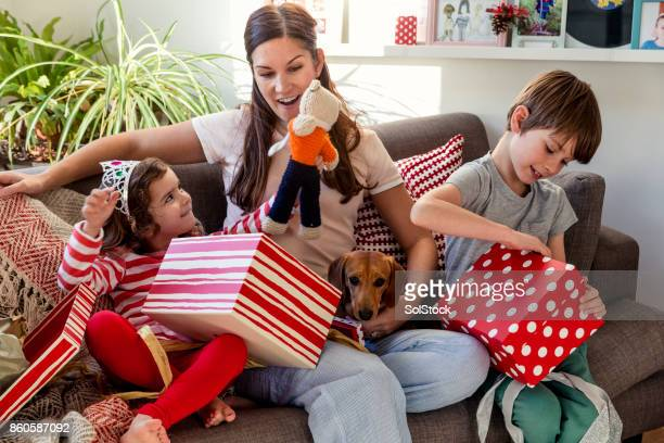 children opening christmas presents - dachshund christmas stock pictures, royalty-free photos & images
