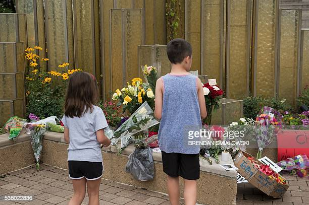 Children pay respects at a makeshift memorial for boxing legend Muhammad Ali at the Muhammad Ali Center on June 4 2016 in Louisville Kentucky / AFP /...