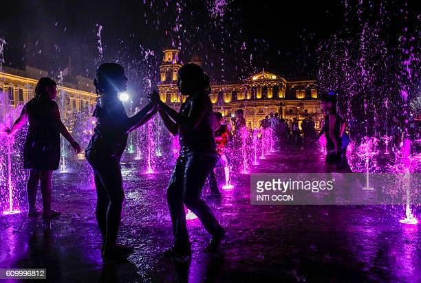 Children play in the Musical Fountain in the '22 de Agosto' Plaza in Managua on September 23 2016 / AFP / INTI OCON