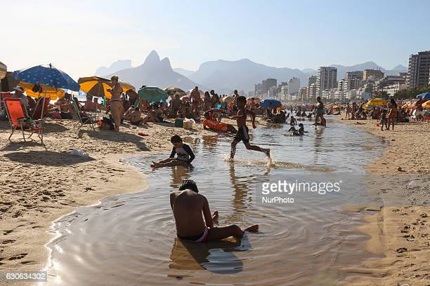 Children play on Ipanema beach Summer in Rio de Janeiro began with aboveaverage temperatures On the afternoon of this Wednesday the official...