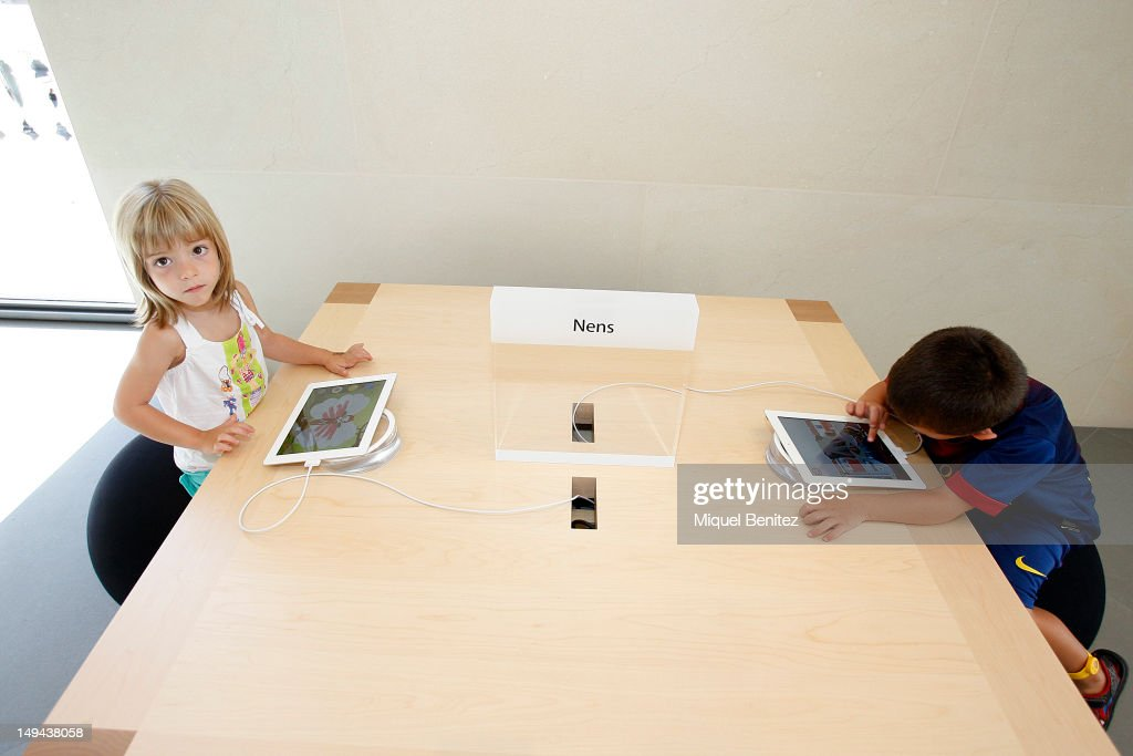 Children play with iPads as they attend the opening of Apple's New Barcelona Store in Passeig de Gracia on July 28, 2012 in Barcelona, Spain.