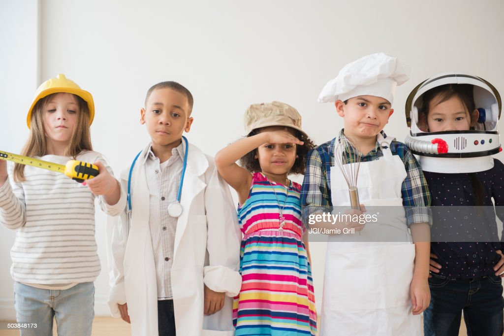 Children playing dress up together : Stock-Foto