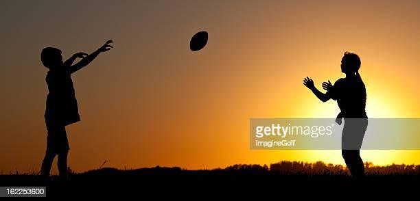 遊ぶ子供サッカー