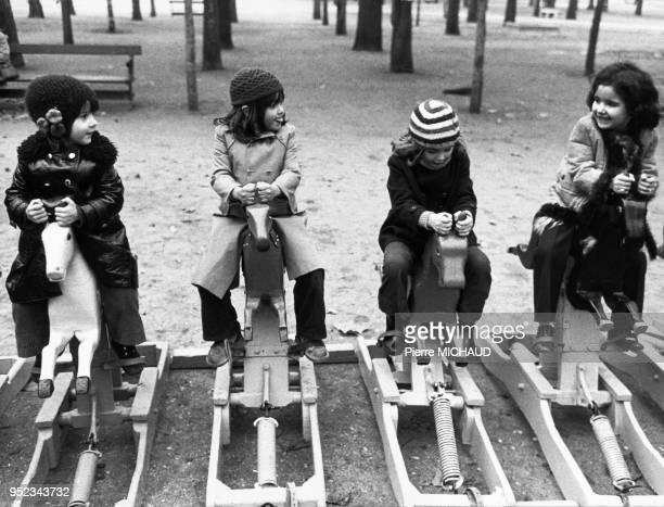 Children playing on rocking horses in the Tuilerie Gardens Les enfants jouent aux chevaux à basculent dans le jardin des Tuileries