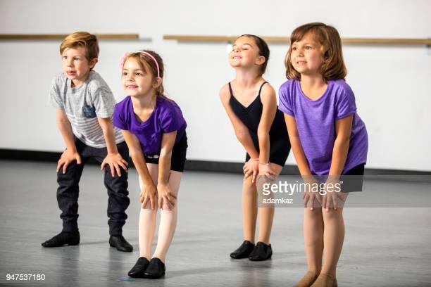 crianças praticando teatro musical em estúdio - ator - fotografias e filmes do acervo