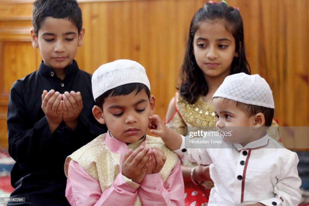 children pray on the occasion of eid ul fitr at jama masjid kullu