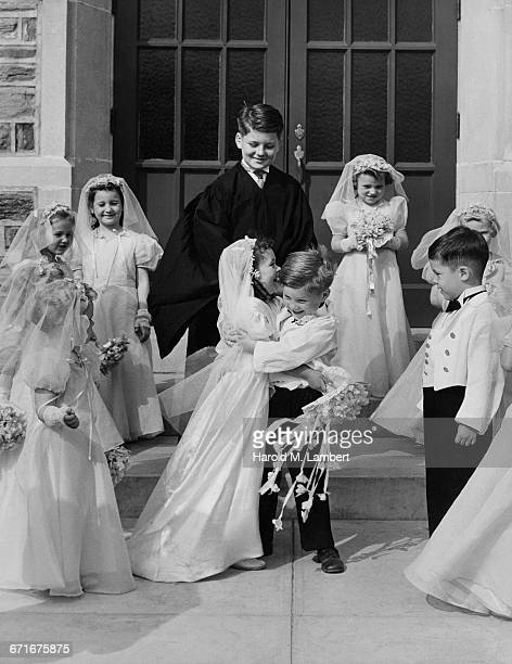 children pretending as bride and groom  - {{ contactusnotification.cta }} stock pictures, royalty-free photos & images