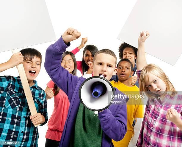 kinder protestieren-isoliert - kind vor der pubertät stock-fotos und bilder