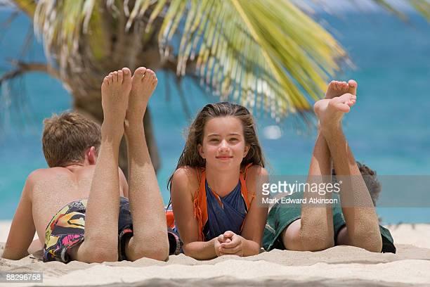 children relaxing on beach - jungen in badehose 12 jahre stock-fotos und bilder
