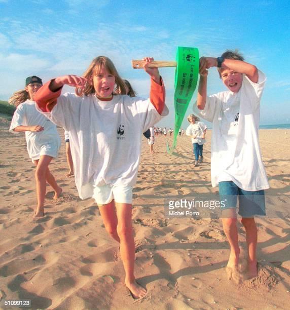 Children Roll Out A Record Breaking 278 Kilometer Long Green Banner Along The Dutch Coast Line In Wassenaar Netherlands September 4Th In A World Wild...