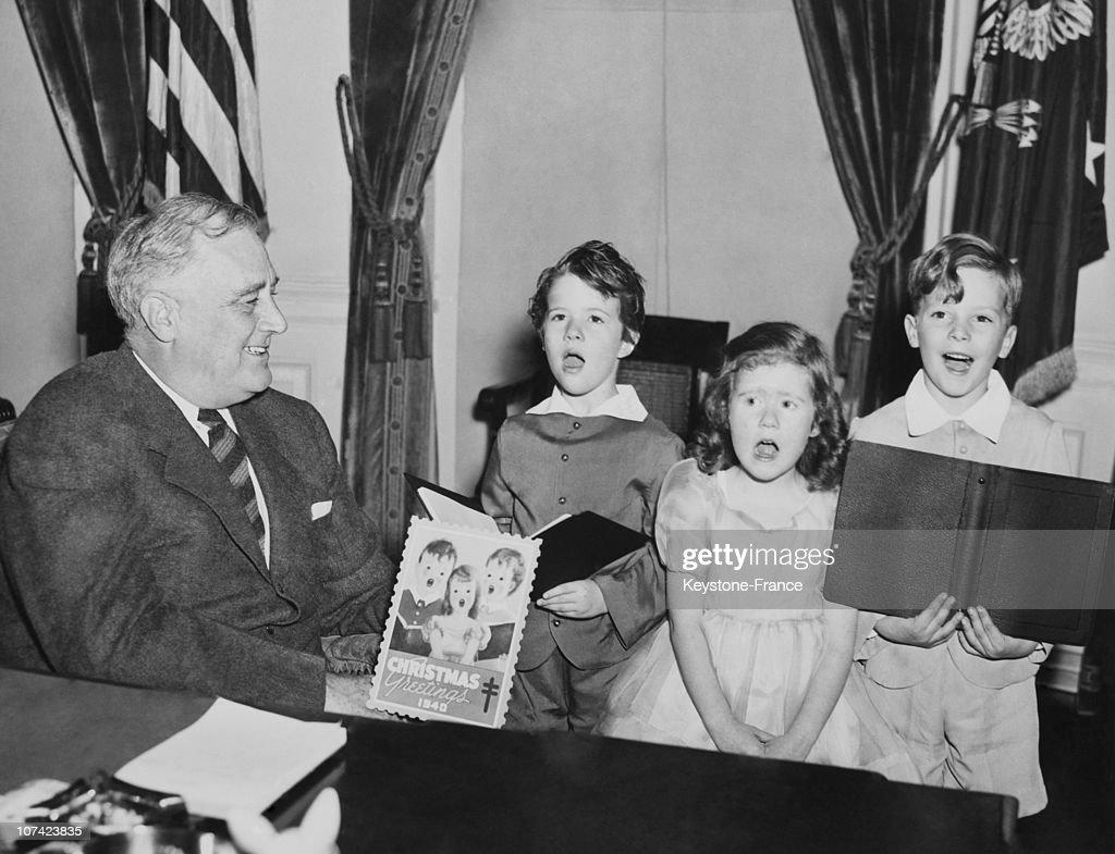Children Singing Christmas Carol To President Franklin Roosevelt At White House In Wshington On November 1940 : News Photo