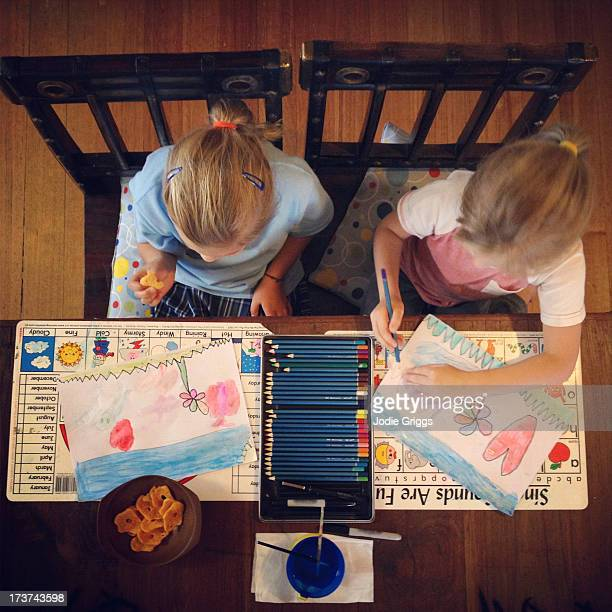 children sitting at table drawing and painting - arti e mestieri foto e immagini stock