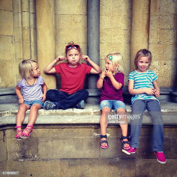 children sitting outside pulling silly faces - manga corta fotografías e imágenes de stock