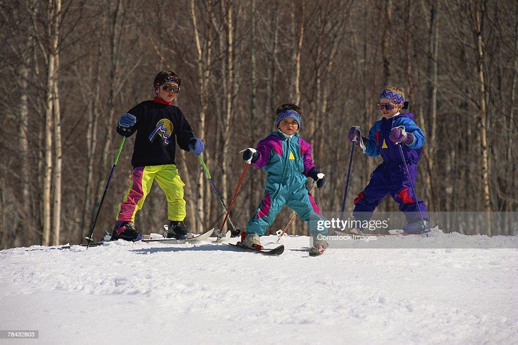 Children skiing : Stockfoto