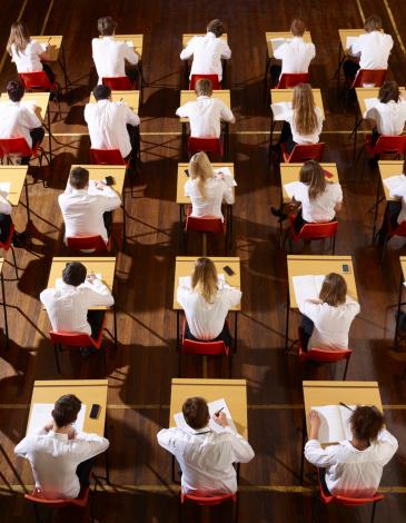 Children stting an exam - gettyimageskorea