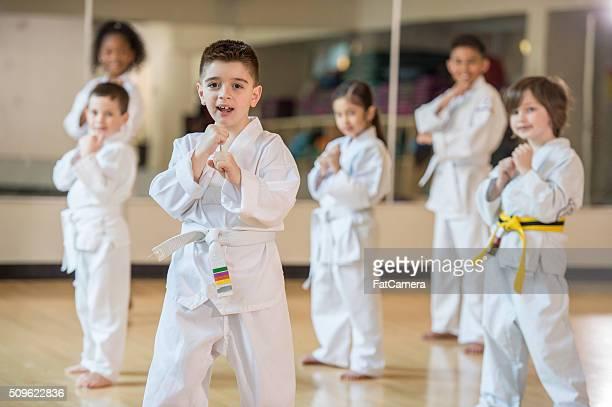 Kinder mit einem Jiu Jitsu Klasse