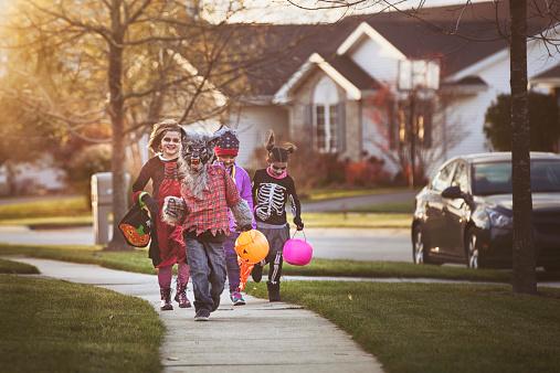 children trick-or-treating - gettyimageskorea
