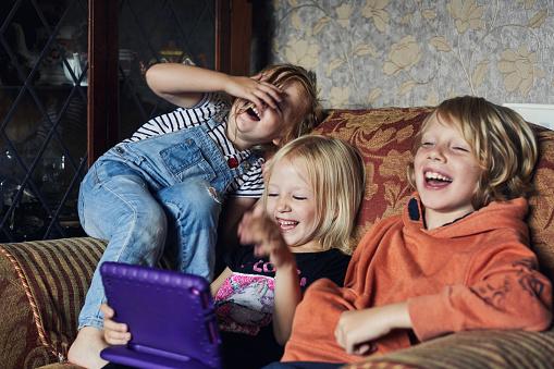 Children using a tablet - gettyimageskorea