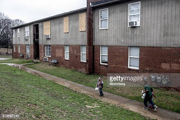 Children walk in the courtyard at the Warren Apartments in Memphis Tennessee US on Friday March 11 2016 Conditions at the Warren and Tulane Apartment...