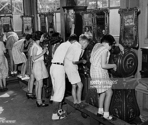 children watching pictures in kinetoscope - number of people stock pictures, royalty-free photos & images