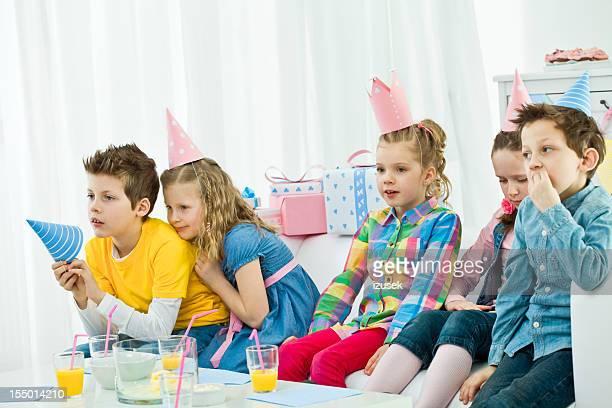 Enfants regarder la télévision