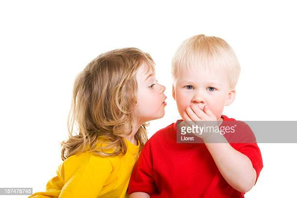 Crianças whispering segredos