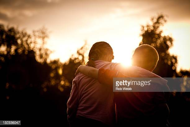 children with hand on shoulder - hand on shoulder stock pictures, royalty-free photos & images