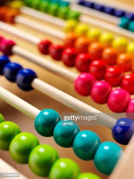 Niños de coloridos ábaco
