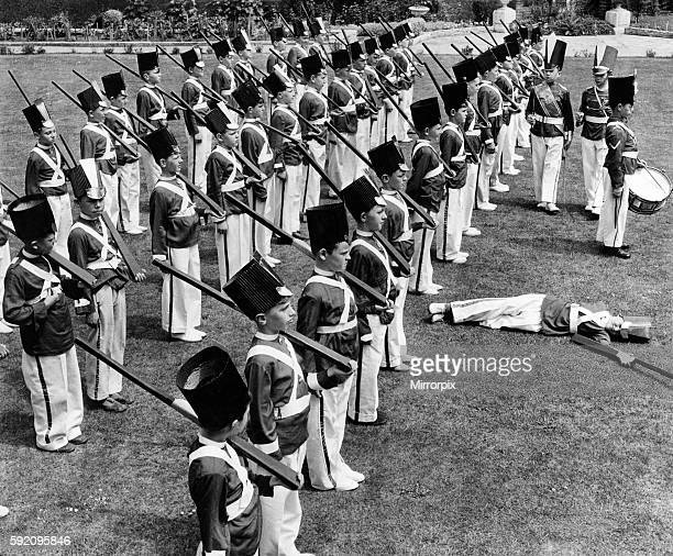 Children's Games The Guardsman that fainted on parade 60 small boys dressed as Grenadier Guardsmen were busy squarebashing on a beautiful lawn of St...