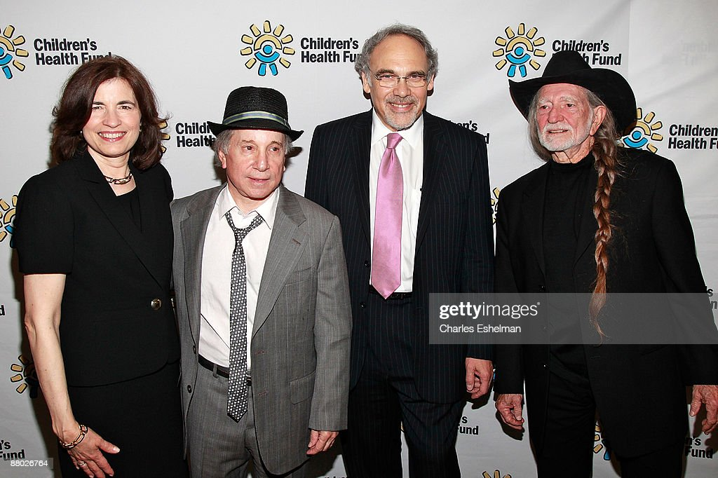 Children's Health Fund executive director Karen Redlener, singer/songwriter and Co-founder Paul Simon, Co-founder and president Dr. Irwin Redlener and singer/songwriter Willie Nelson attend the 2009 Children's Health Fund benefit at the Sheraton New York Hotel & Towers on May 27, 2009 in New York City.