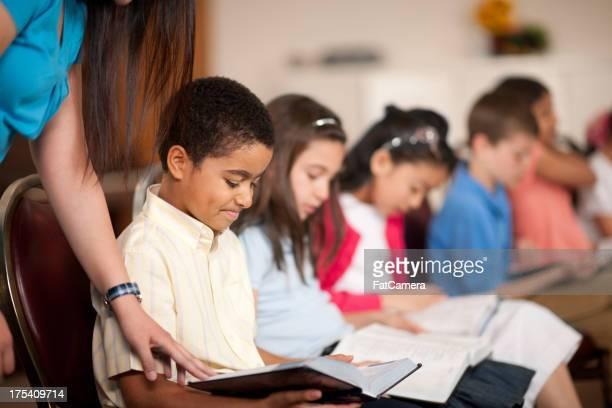 religiöse programm für kinder - sonntag stock-fotos und bilder