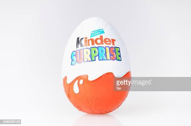 kinder-überraschung - editorial stock-fotos und bilder