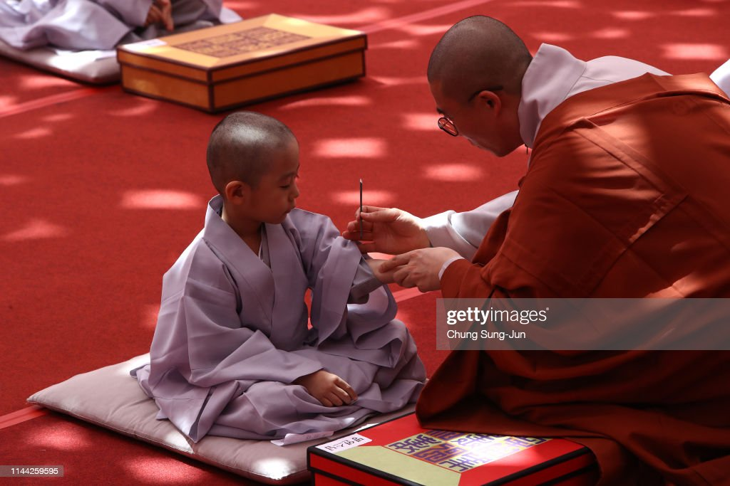 KOR: Children Become Buddhist Monks In Seoul