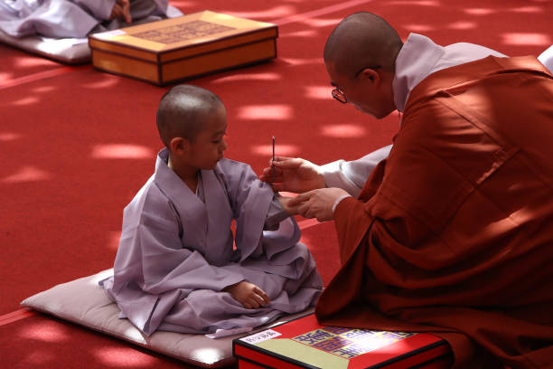 KOR: Children Become Buddhist Monks In Seoul