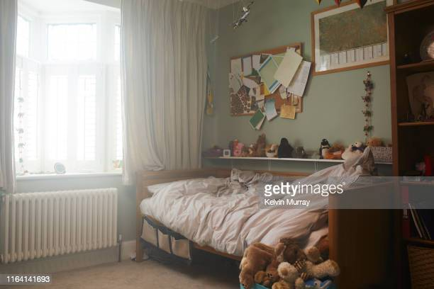 a childs bedroom - slaapkamer stockfoto's en -beelden