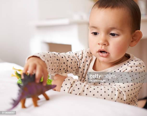 de jeux pour les enfants - manches longues photos et images de collection