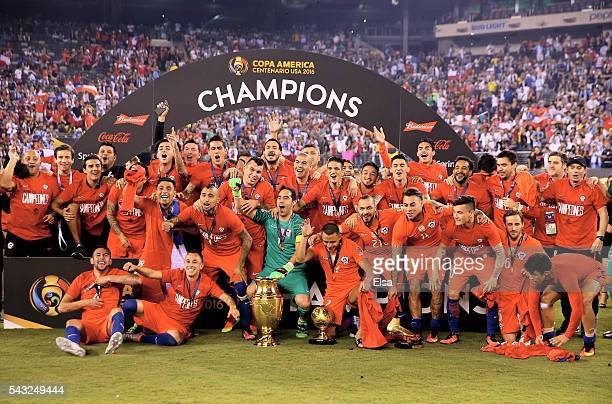 Chile celebrates the win over Argentina during the Copa America Centenario Championship match at MetLife Stadium on June 26 2016 in East Rutherford...